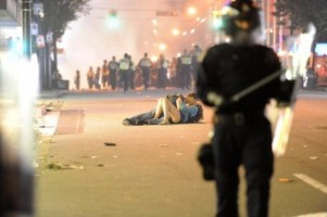 Vancouver_riot_kissing_couple